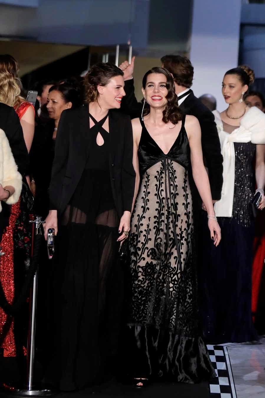 Actualidad Actualidad Juliette Maillot y Carlota Casiraghi en el Baile de la Rosa