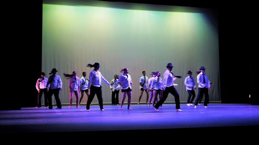 Actualidad Actualidad Aplauso de pie para bailarines de la Facultad de Artes