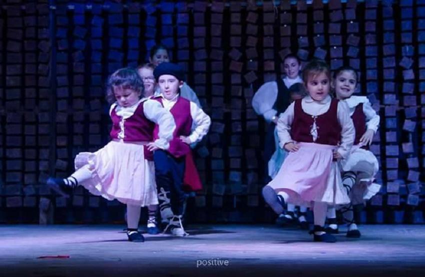 Actualidad Actualidad Con un cuerpo de baile de más de 30 integrantes, el Centro Vasco de Roldán consolida asimismo su grupo de euskera