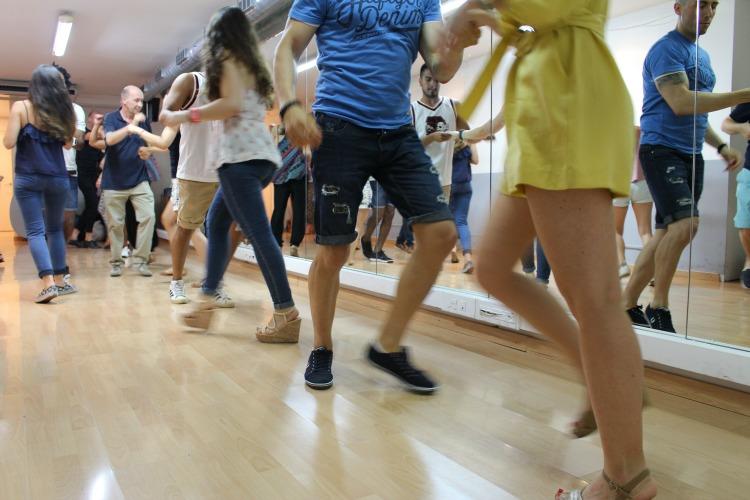 Actualidad Actualidad Bailar para superar rupturas: Las escuelas de salsa que curan corazones rotos