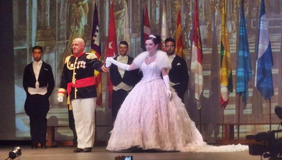Actualidad Actualidad El Baile del Emperador y los Campeonatos de Europa de Vals y Chachachá llenaron de glamour el Palacio de la Paz de Fuengirola