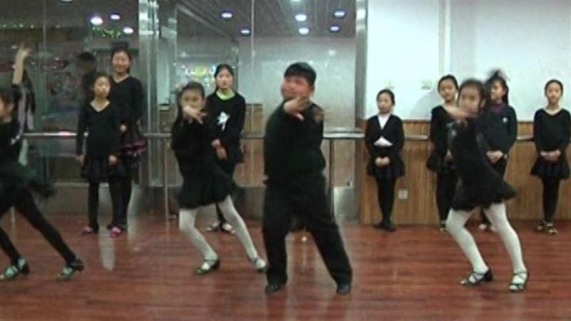 Actualidad Actualidad ¿El futuro rey de la salsa? El baile de este niño chino conquista Internet